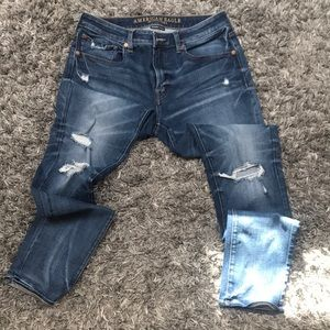 AMERICAN EAGLE SKINNY JEANS WITH MINOR DISTRESS